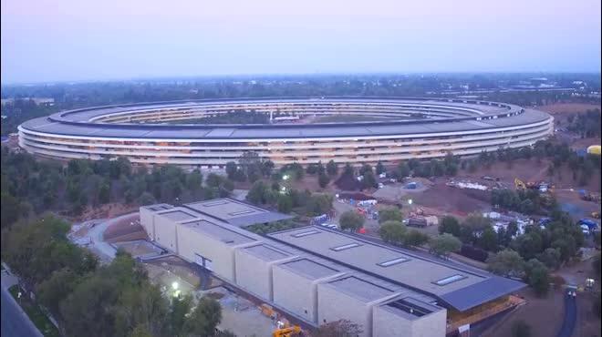 """Khám phá khu """"phi thuyền"""" 5 tỷ USD để ra mắt iPhone 8"""