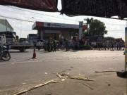 Tin tức trong ngày - 3 người tử vong dưới gầm xe tải, sau va chạm giao thông