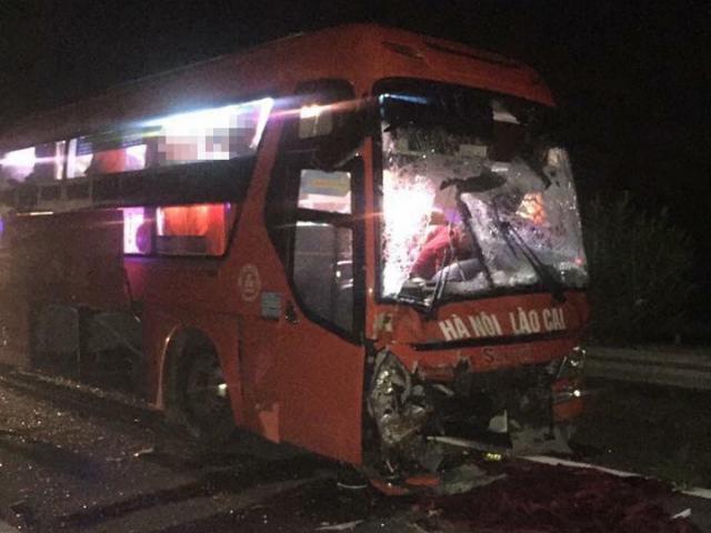 Xe khách và xe tải đâm nhau kinh hoàng, nhiều người gặp nạn - 3