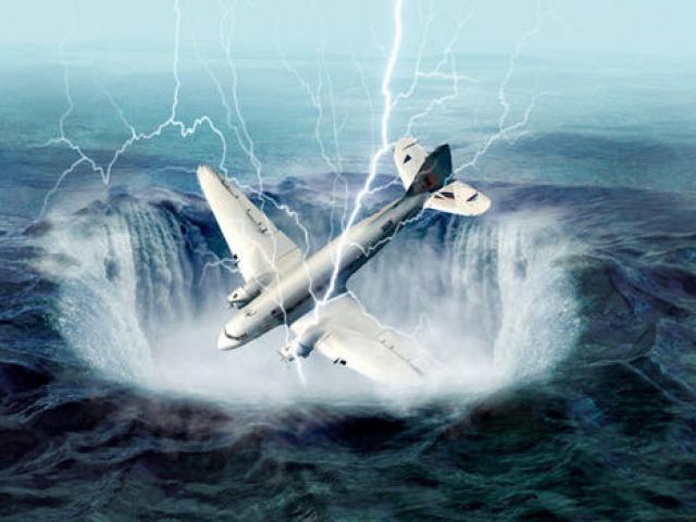 """Khoảnh khắc kì lạ 2 máy bay chở khách """"đè"""" nhau trên trời - 2"""