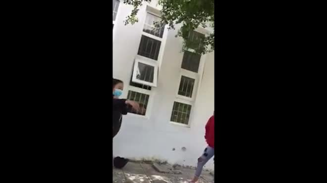 Clip nhóm thanh niên ở Phú Quốc cổ vũ nữ sinh đánh nhau