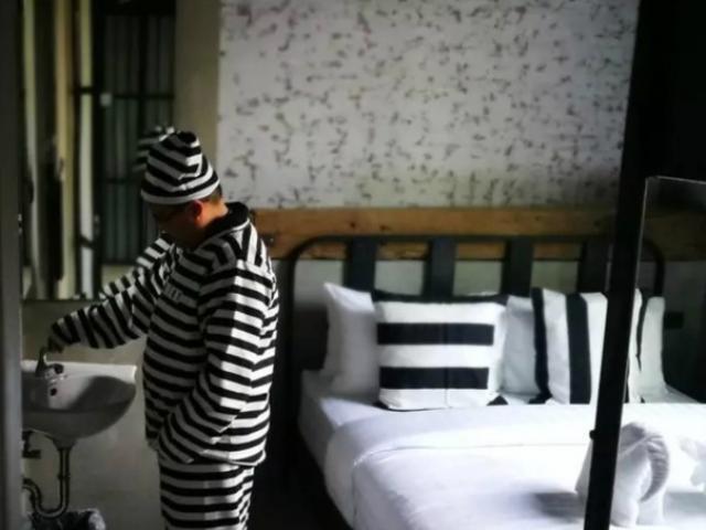 """Giới trẻ Thái Lan đổ xô check-in khách sạn """"tù nhân"""""""