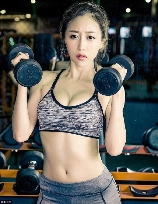 Cô giáo Xu Dongxiang trở nên nổi tiếng khinhững bức ảnh cô tập gym được lan truyền trên mạng xã hội.