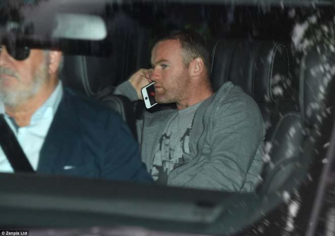 """Rooney chứng nào tật nấy: Say xỉn """"bay đêm"""", cặp bồ bị vợ... bắt tại trận - 1"""