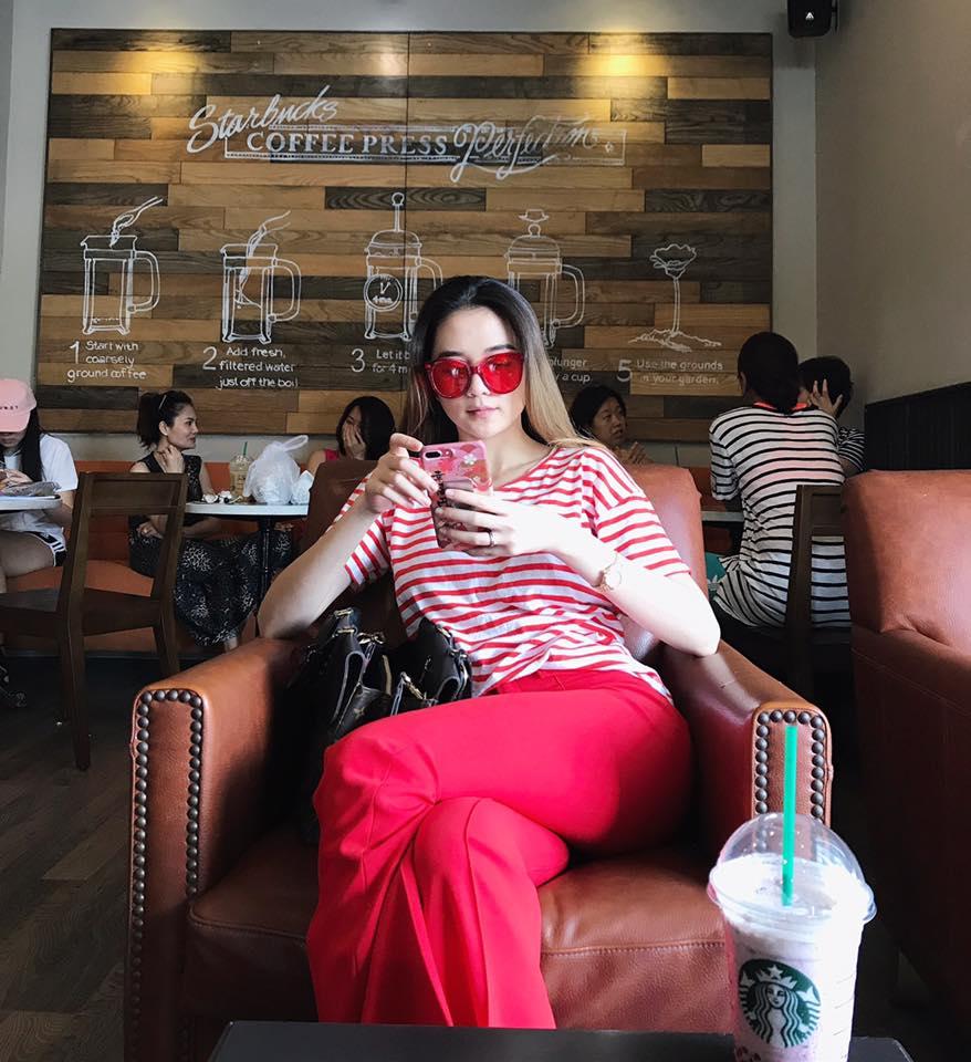 Angela Phương Trinh kín đáo vẫn gây chú ý khi đi lễ chùa - 6