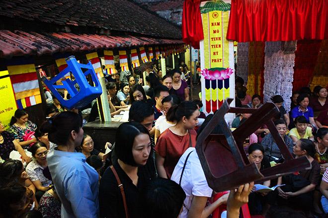 Hàng nghìn người ngồi kín chùa Phúc Khánh tụng kinh Vu Lan - 1