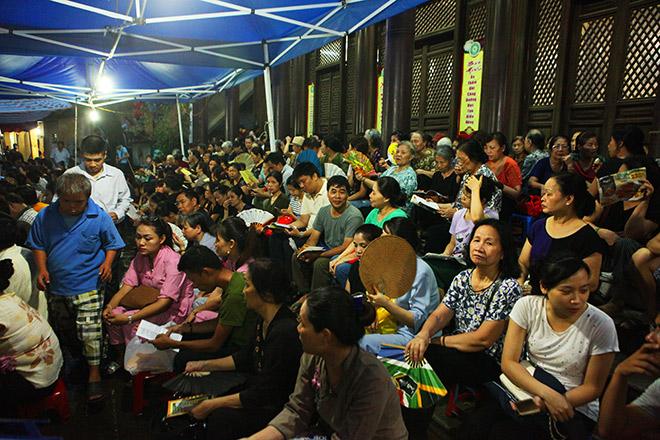 Hàng nghìn người ngồi kín chùa Phúc Khánh tụng kinh Vu Lan - 3