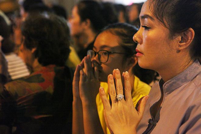 Hàng nghìn người ngồi kín chùa Phúc Khánh tụng kinh Vu Lan - 12