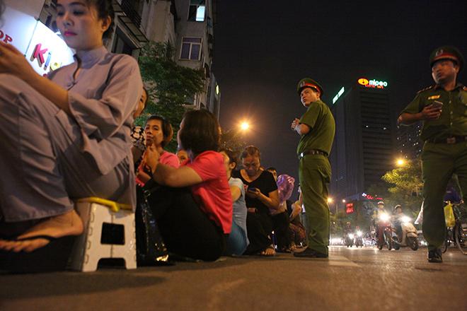 Hàng nghìn người ngồi kín chùa Phúc Khánh tụng kinh Vu Lan - 7