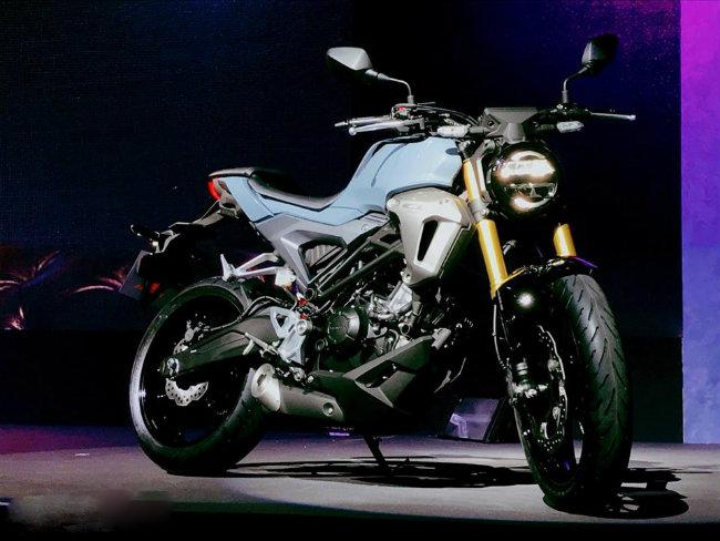 Công ty AP Honda Co., Ltd Thái Lan vừa công bố mẫu xe hoàn toàn mới Honda CB150R ExMotion ra thị trường Thái Lan. Đây cũng là lần đầu tiên mẫu xe mới này của Honda xuất hiện trên thế giới.