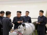 Thế giới - Giải mã bức ảnh ông Kim Jong-un kiểm tra đầu đạn hạt nhân