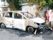 An ninh Xã hội - Hàng chục thanh niên hỗn chiến trong đêm, đốt cháy ô tô 7 chỗ