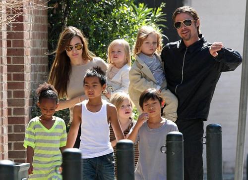 """""""Angelina Jolie và Brad Pitt tái hợp"""" chỉ là tin vịt? - 2"""