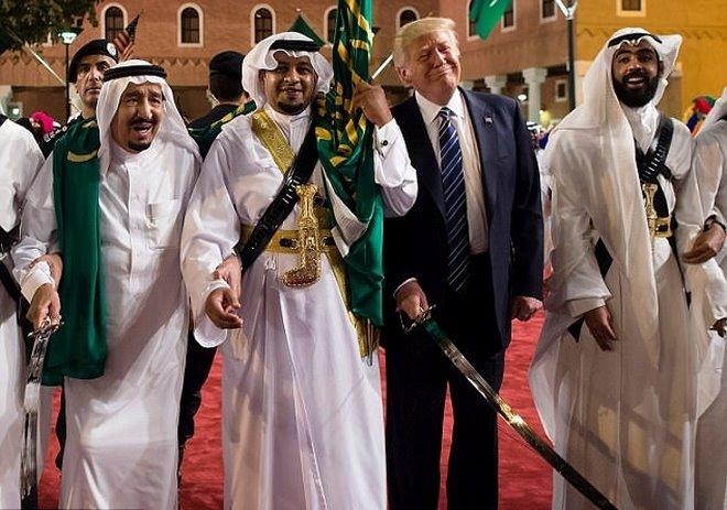 """Hoàng gia Ả Rập tặng nhiều quà """"độc"""" cho ông Trump - 2"""