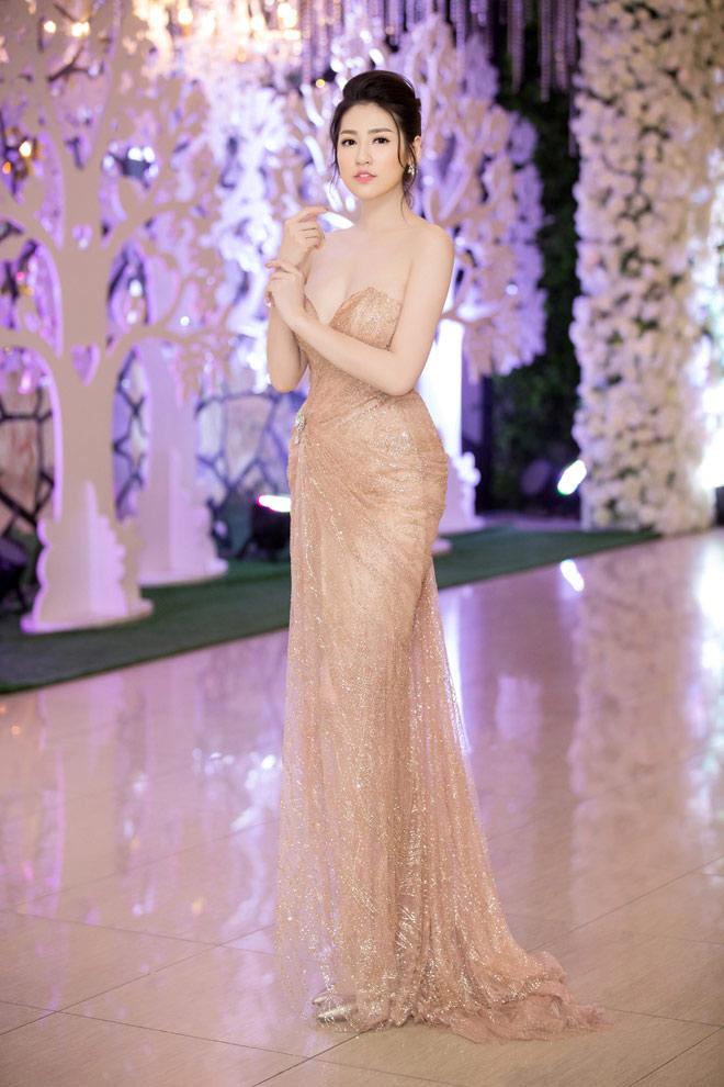 """11 bộ đầm sexy đẳng cấp của """"bạn gái Noo Phước Thịnh"""" - 2"""