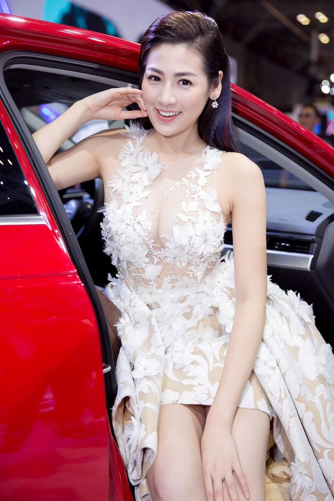 """11 bộ đầm sexy đẳng cấp của """"bạn gái Noo Phước Thịnh"""" - 5"""