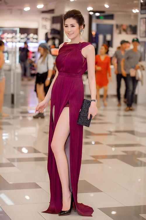 """11 bộ đầm sexy đẳng cấp của """"bạn gái Noo Phước Thịnh"""" - 11"""