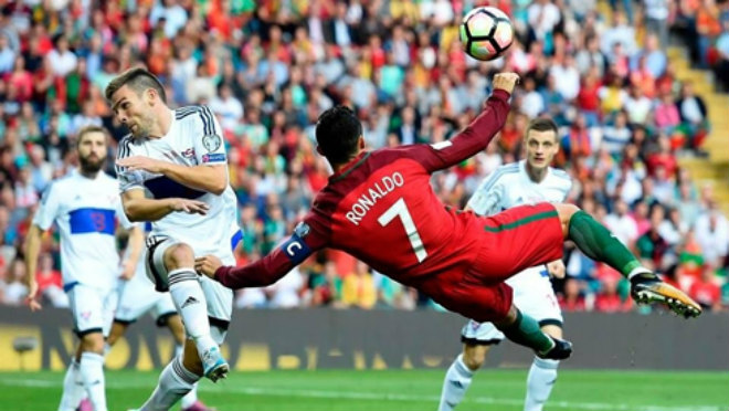 Cuộc đua vĩ đại nhất: Pele thách Ronaldo phá kỉ lục 1283 bàn thắng - 1