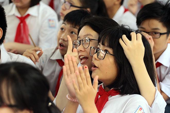 Xúcđộng lễ khai giảng khi HS hát Quốc ca bằng cách đặc biệt này - 13
