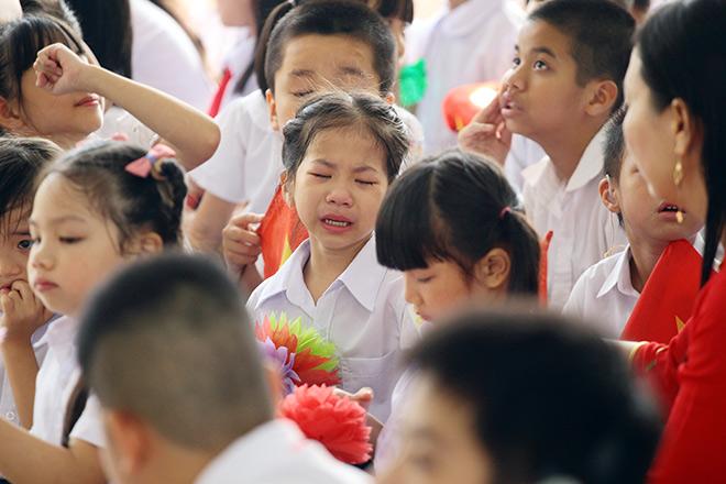 Xúcđộng lễ khai giảng khi HS hát Quốc ca bằng cách đặc biệt này - 8
