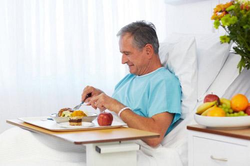 Chuyên gia tư vấn: Cách bổ sung dinh dưỡng cho người sau phẫu thuật, ốm lâu ngày - 1