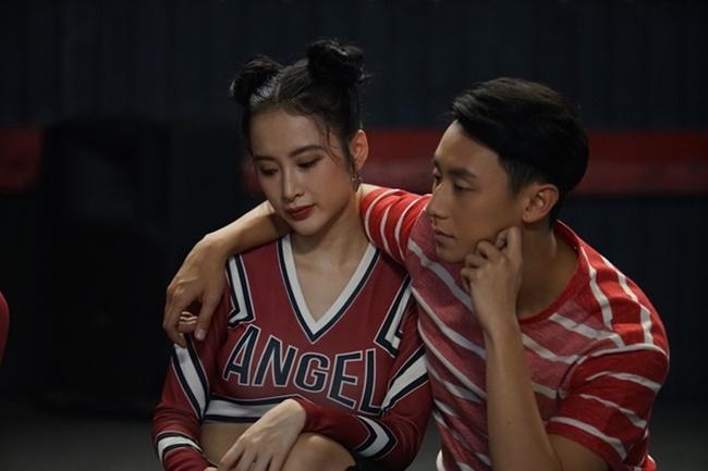 """Angela Phương Trinh và Rocker Nguyễn bị nghi phim giả tình thật khi đang quay  """" Glee """" ."""