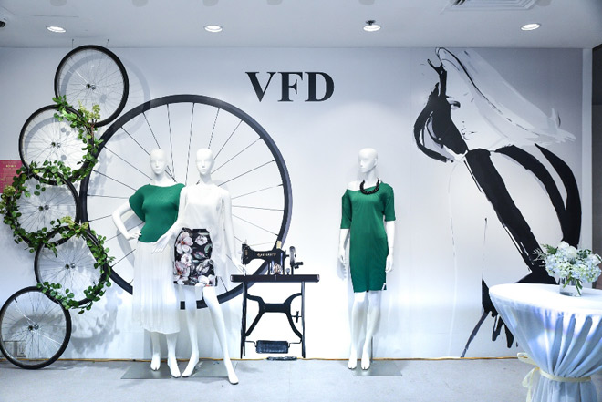 """Dạ tiệc thời trang """"Liếc"""" – lời chào đẳng cấp từ """"ngôi nhà chung"""" VFD - 1"""