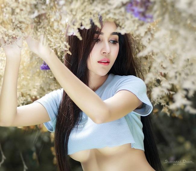 """Người đẹp Kamonpat Rakthai học theo mốt mặc  """" khoe chân ngực """"  đang hot. & nbsp;"""