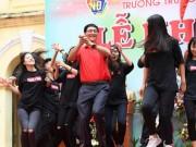 Tin tức trong ngày - Clip Hiệu trưởng THPT Việt Đức nhảy cực sung trong lễ khai giảng