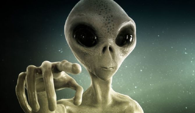 Người ngoài hành tinh theo dõi bãi biển khỏa thân ở Anh? - 1