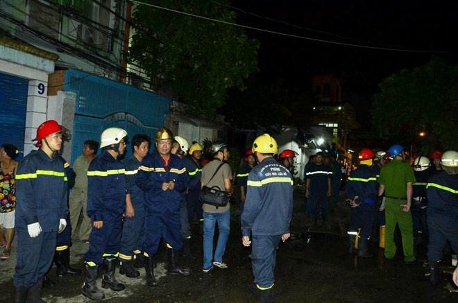 8 người mắc kẹt trong biển lửa ở SG, cứu được 7 người - 3
