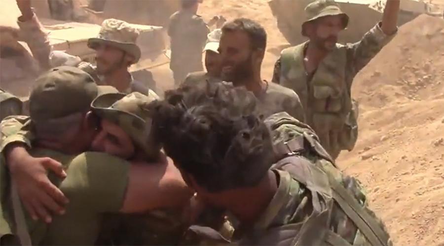 Syria: Phá vòng vây thành trì bị IS kiểm soát 3 năm - 1
