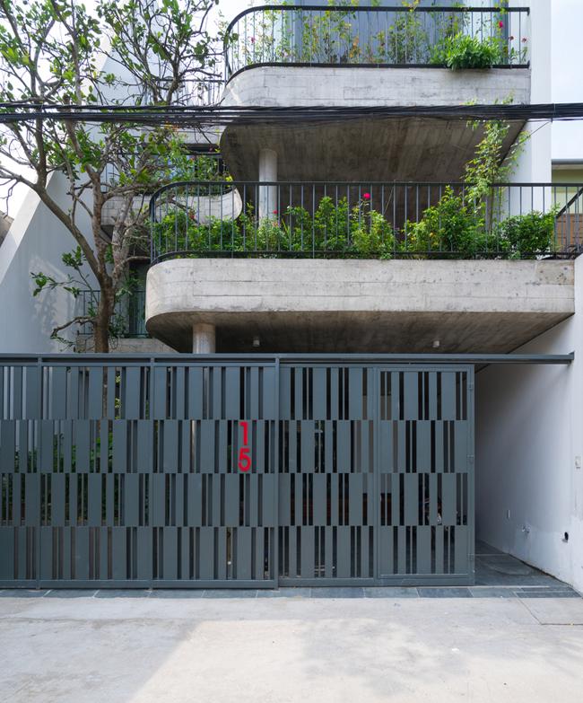 Ngôi nhà ống 4 tầng này nằm trong một khu dân cư cũ ở thành phố Vinh, tỉnh Nghệ An.