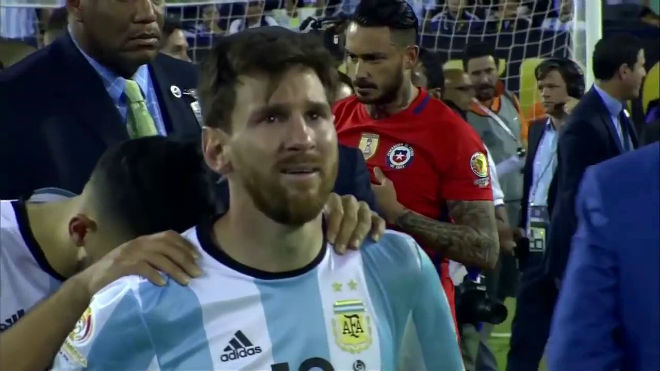 Vòng loại World Cup: Ronaldo sáng, Messi mờ, nguy cơ lại từ giã Argentina - 3