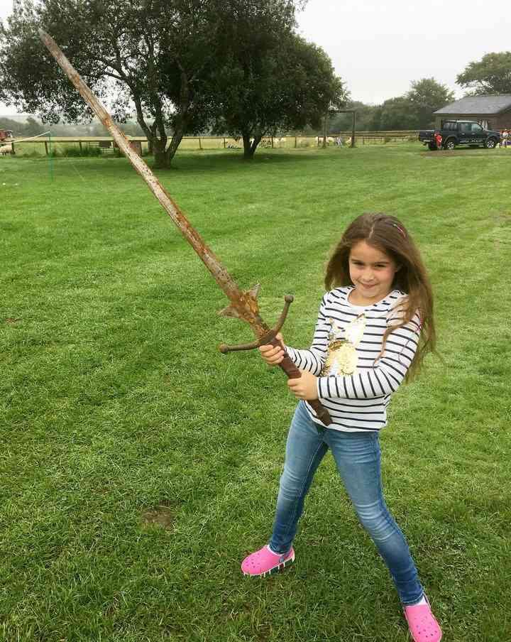 Bé 7 tuổi tìm được gươm báu của vua Arthur? - 2