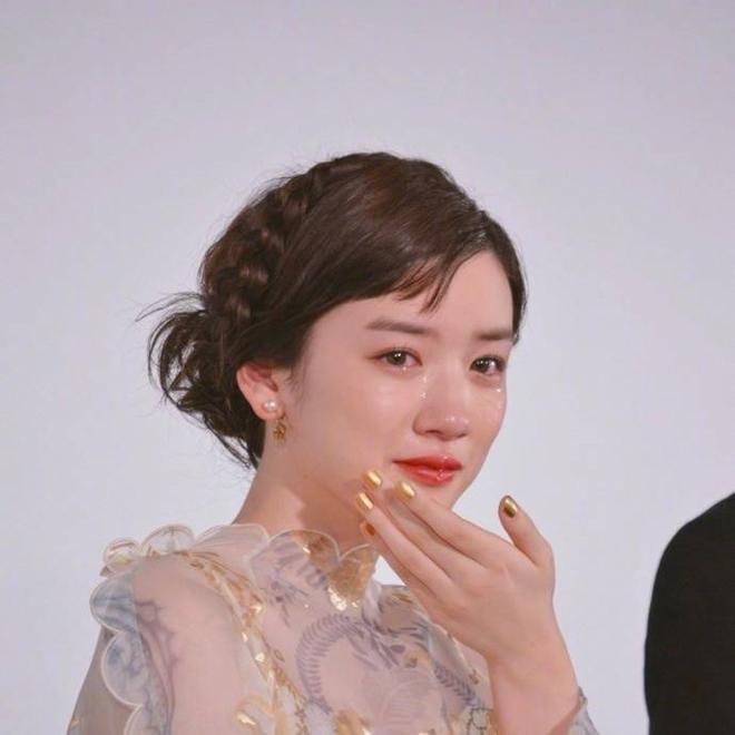 Ngọc nữ 17 tuổi Nhật Bản nổi tiếng nhờ khóc đẹp - 1