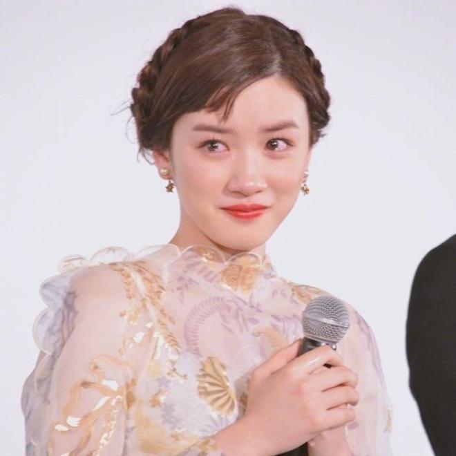 Ngọc nữ 17 tuổi Nhật Bản nổi tiếng nhờ khóc đẹp - 2