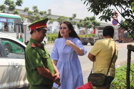 Dân mạng chê bai diễn viên Ngọc Lan vì đã sai còn to tiếng với CSGT - 1