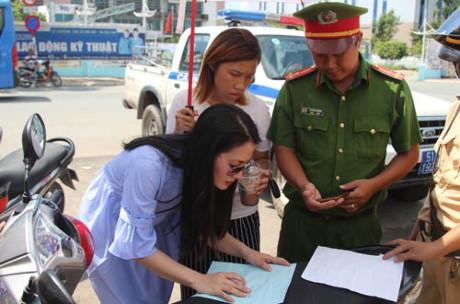 Dân mạng chê bai diễn viên Ngọc Lan vì đã sai còn to tiếng với CSGT - 2