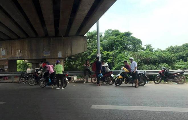 """Đinh tặc """"hạ gục"""" hàng loạt xe máy trên cao tốc Bắc Giang - Hà Nội - 1"""