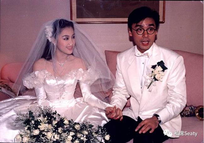 Sinh ra trong gia đình giàu có, từ nhỏ Chương Tiểu Huệ đã diện trên người loạt đồ hiệu đắt đỏ như LV, Chanel, Hermes... Năm 1988, người đẹp sinh năm 1963 kết hôn với doanh nhân kiêm ca sĩ giàu có Chung Trấn Đào sau 21 ngày quen biết.