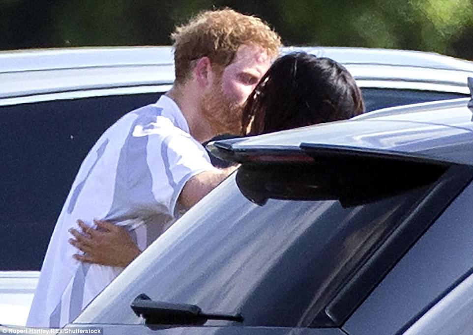 Bạn gái quyến rũ lần đầu nói về Hoàng tử Anh trước báo giới - 2