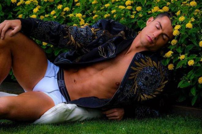 """Ronaldo thăng hoa: Không ăn kiêng, """"cai"""" điện thoại lướt web"""