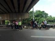 """Tin tức trong ngày - Đinh tặc """"hạ gục"""" hàng loạt xe máy trên cao tốc Bắc Giang - Hà Nội"""