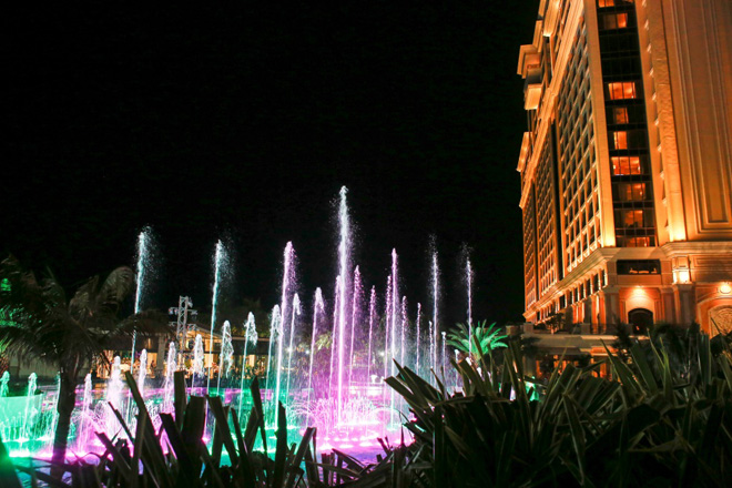 Sống chất, đẹp ảo diệu ở resort chuẩn 5 sao The Grand Hồ Tràm Strip - 2