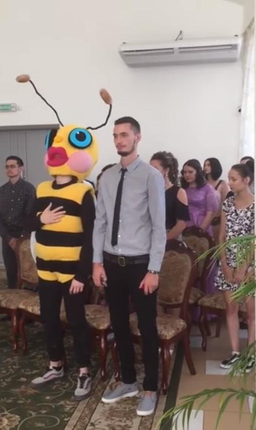 Cô gái mời bạn trai cũ đến đám cưới và cái kết đắng - 2