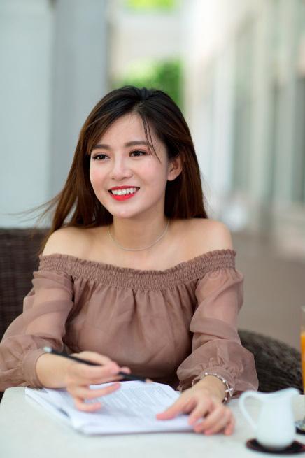MC Tú Linh: Lần đầu kể về chuyện được mất khi làm MC bóng đá - 1