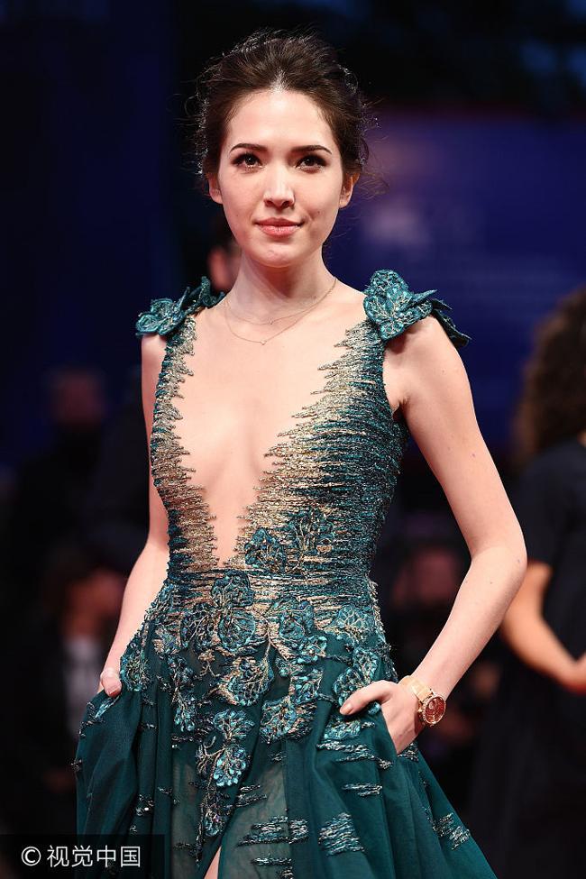 Hứa Vĩ Ninh bị ngó lơ khiến nhiều người nhận ra độ nổi tiếng của sao Đài Loan chưa thực sự nổi trội trong một kỳ Liên hoan phim quốc tế như Venice.