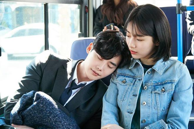 """Lee Min Ho đi nghĩa vụ quân sự, bạn gái liền """"khóa môi"""" trai lạ - 1"""