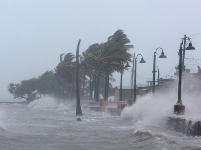 Cảnh 3 siêu bão Đại Tây Dương đáng sợ bao vây nước Mỹ - 4